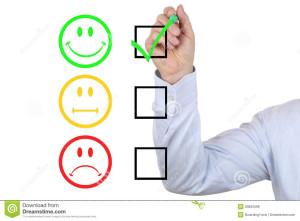 hombre-de-negocios-que-elige-buena-calidad-del-servicio-50822598